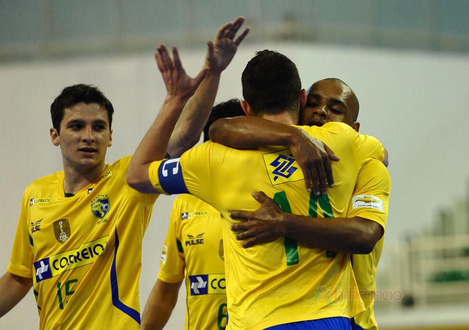 Brasil ăn mừng khi năng tỷ số
