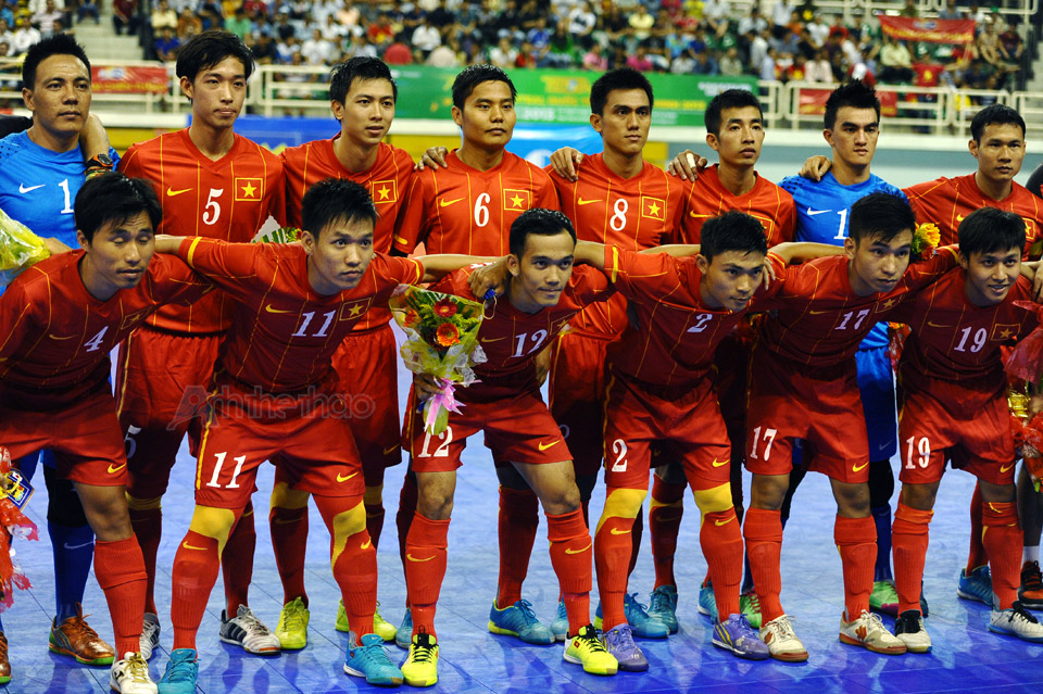 Tuyển Futsal Việt Nam chụp hình lưu niệm