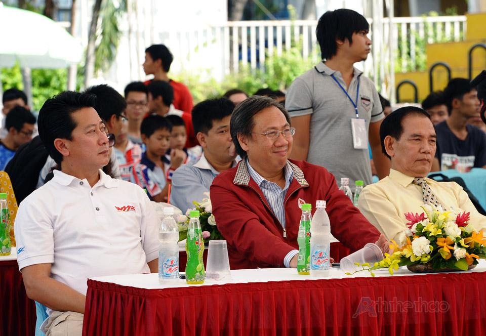 Ông Mai Bá Hùng (giữa) - Phó GĐ Sở VH-TT-DL TPHCM