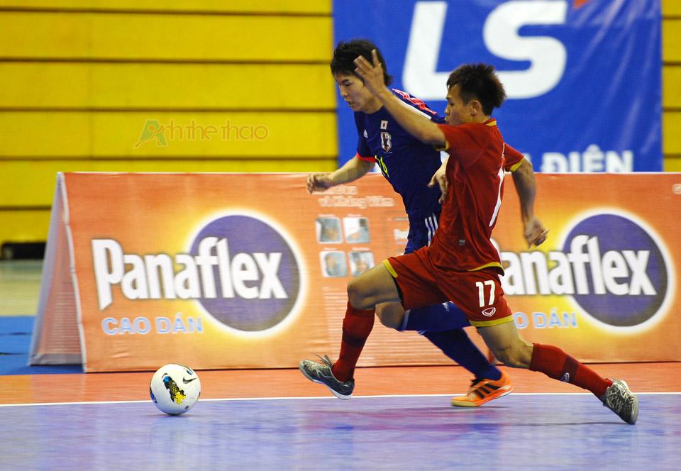 Pha tranh bóng giữa Thái Lan và Nhật Bản