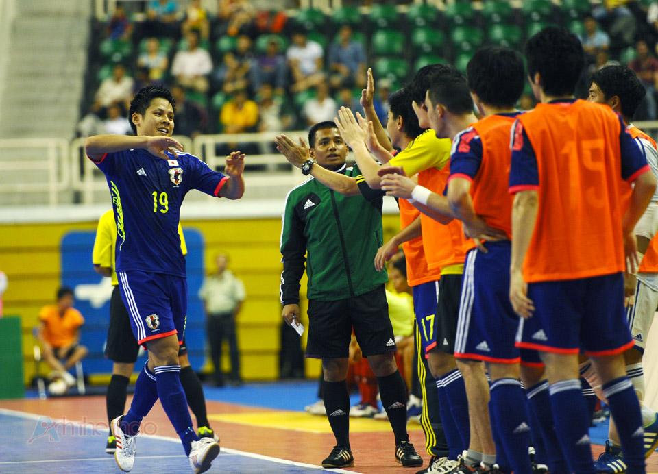 Đội tuyển Nhật Bản ăn mừng chiến thắng