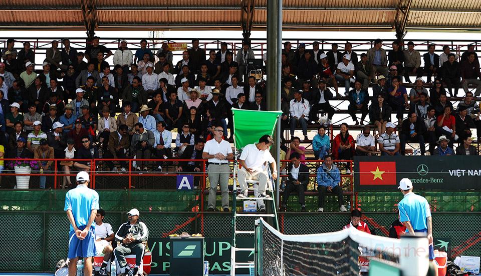 Rất đông người hâm mô đến xem trận đấu của Hoàng Thiên