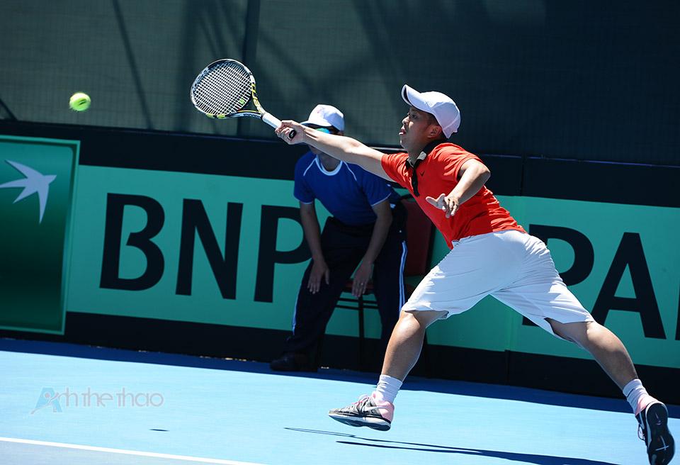 Pha cứu bóng của tay vợt Ngô Quang Huy