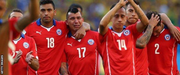 Các cầu thủ Chile đã bật khóc khi sút hổng quả luân lưu cuối cùng