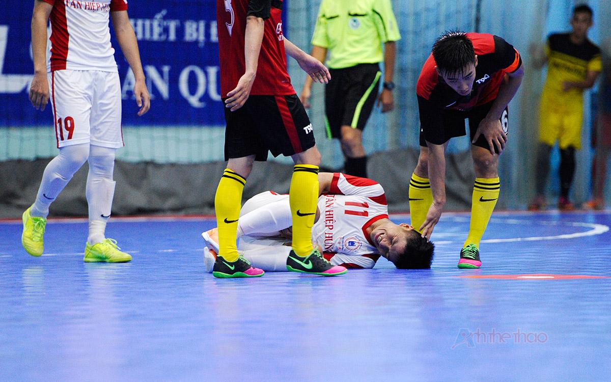 Cầu thủ Tân Hiệp Hưng chấn thương