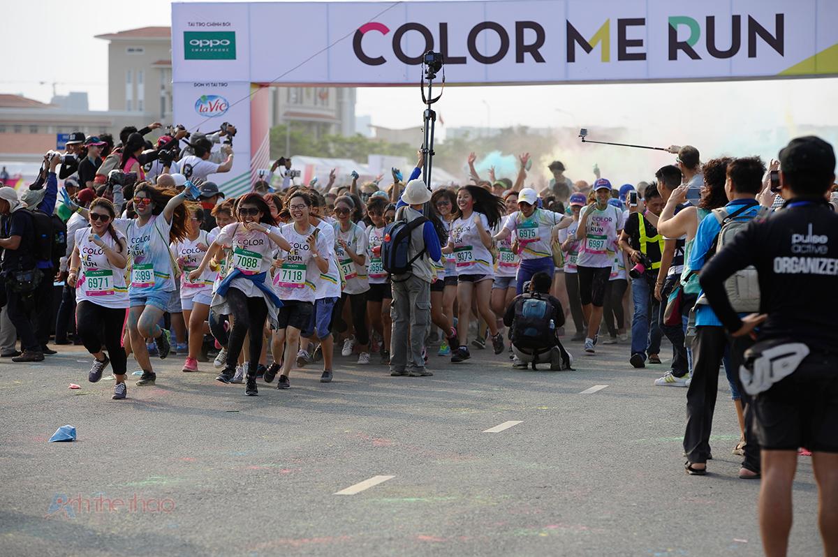 Vì số lượng người tham gia quá đông, nhóm chạy được chia thanh nhiều đợt