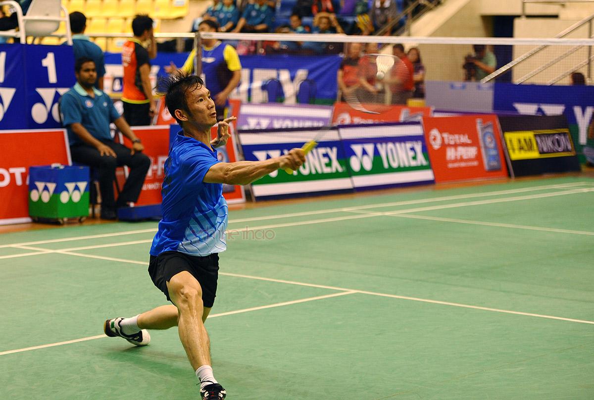 Tay vợt Việt Nam tỏ ra lúng túng trước những tình huống đập cầu đầy uy lực của đối thủ
