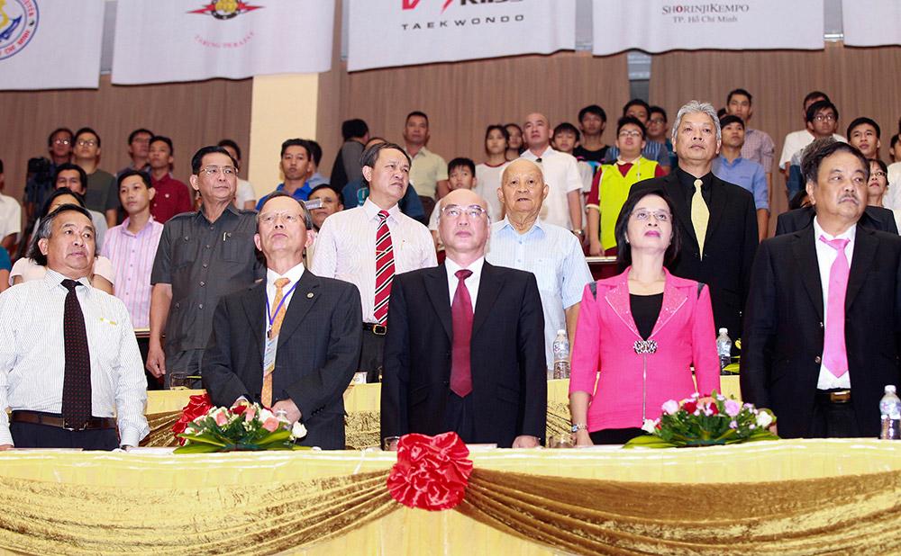 Các quan chức lãnh đạo
