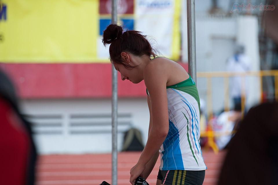 Yurkevskaya Aleksandra tỏ ra thất vọng khi không thể vượt qua mức sà