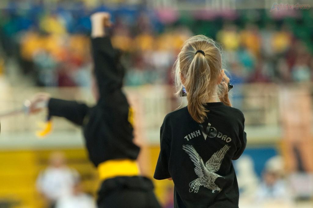 Cô bé Nga xinh xắn trong chiếc áo võ thuật