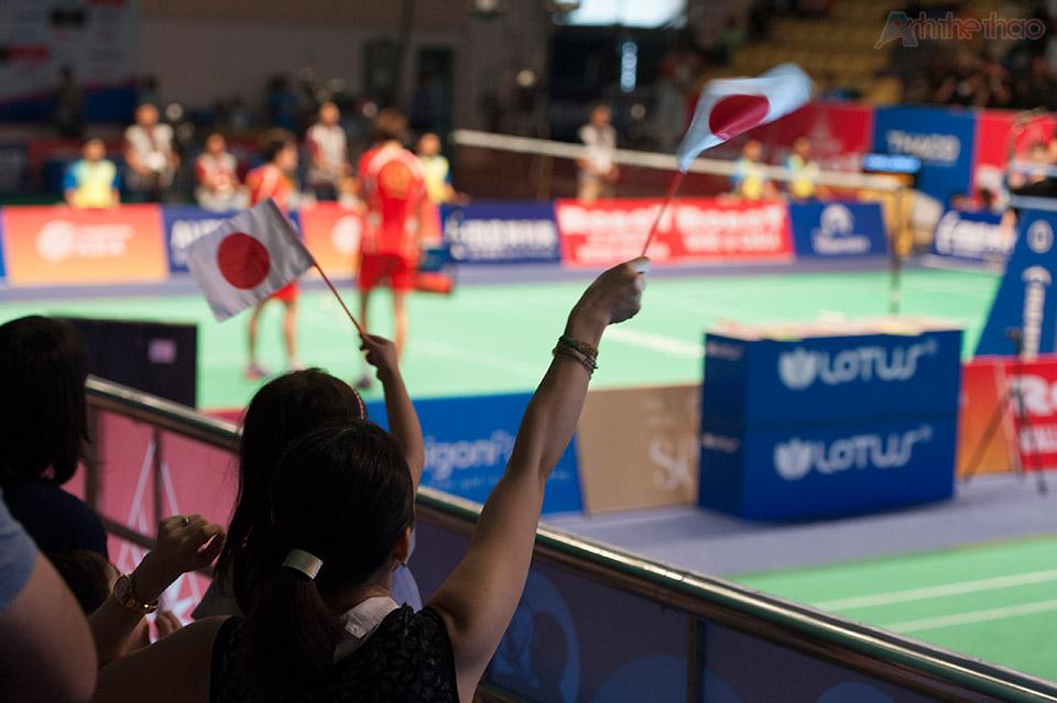 Rất đông khán giả Nhật Bản đến cổ vũ cho đội nhà.