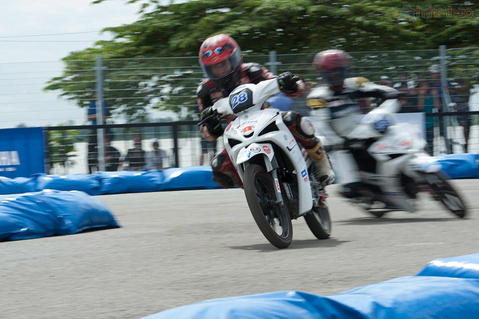 Giải đua xe lần đầu tiên ở Việt Nam có cua phải và cua trái