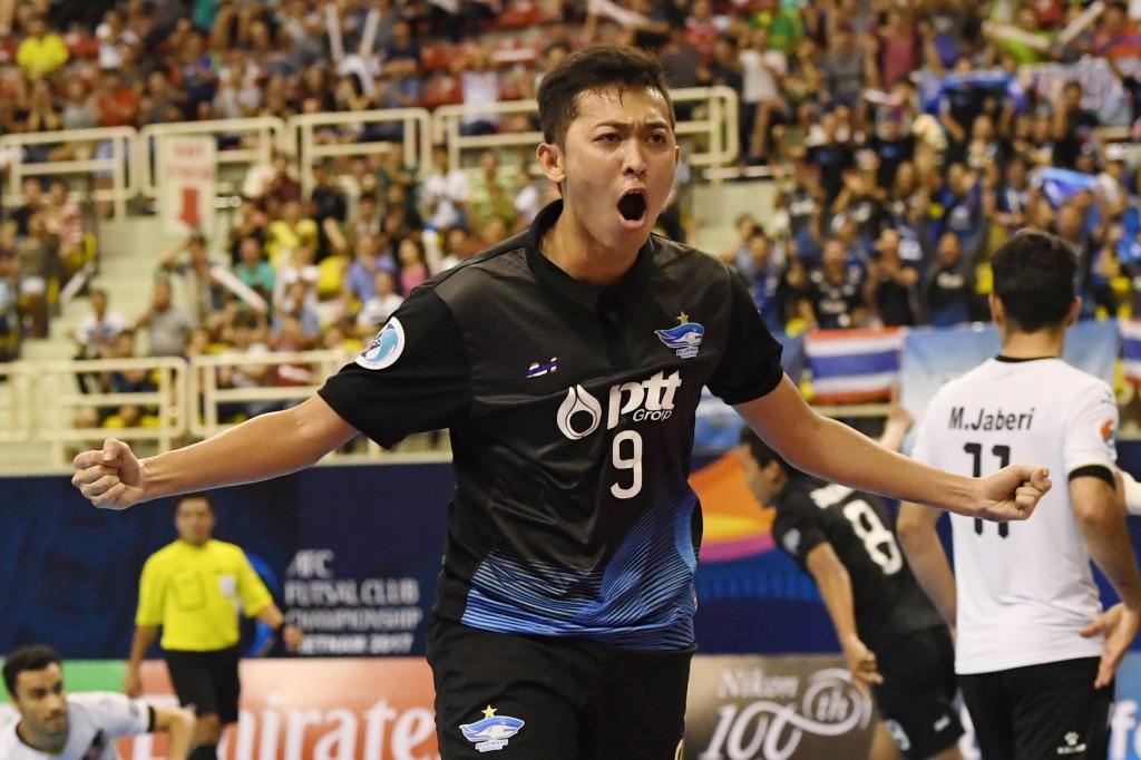 Thế trận giằng co cho đến phút thứ 7:38, từ pha lộn xộn thủ thành Mohammadi, số 9 Suphawut nhanh chóng thoát lên mở tỉ số 1-0 cho Thái Lan.