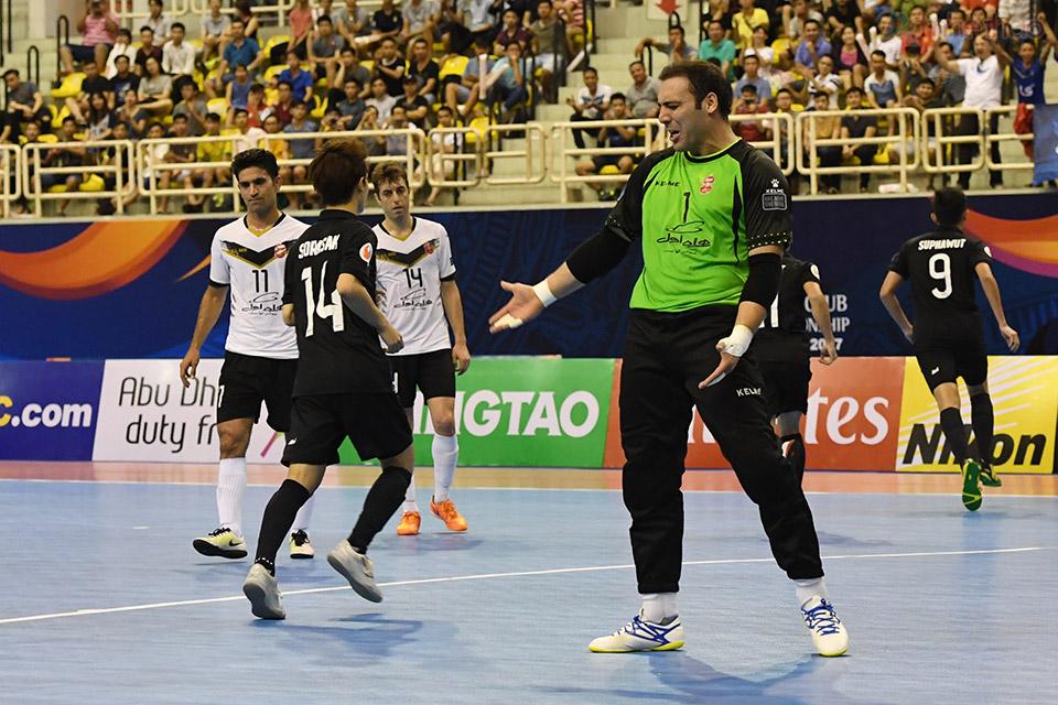 Tình thế trở nên khó khăn hơn với Iran hơn khi chỉ vài giây sau họ bị phạt quả penalty vì vi phạm lỗi thứ 6 và Suphawut đã nâng cách biệt lên 2-0.