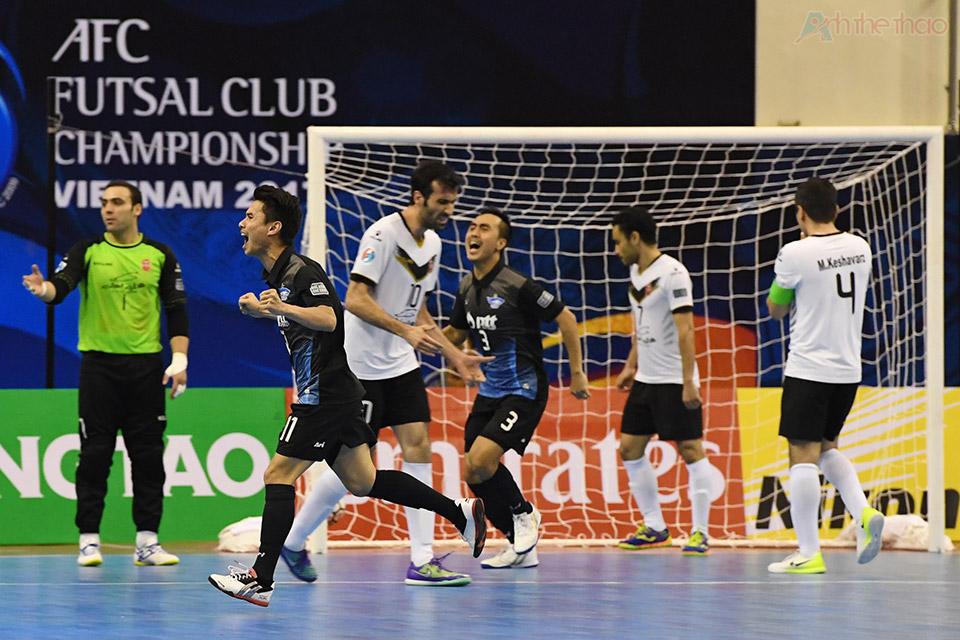 Ở phút thứ 18:31, xuất phát từ pha đá phạt ở giữa sân, cầu thủ số 7 Hassazadeh đã khéo léo đi bóng vượt qua các cầu thủ Thái Lan sút tung lưới thủ thành Katawut,