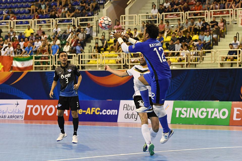 Một phút sau đó, Iran đã đáp trả bằng pha uy hiếm khung thành thủ môn Katawut