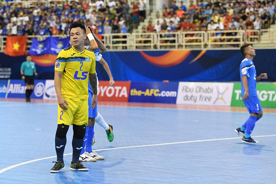 Thái Sơn Nam bất ngờ bị thủng lưới chỉ 2 phút sau tiếng còi khai trận