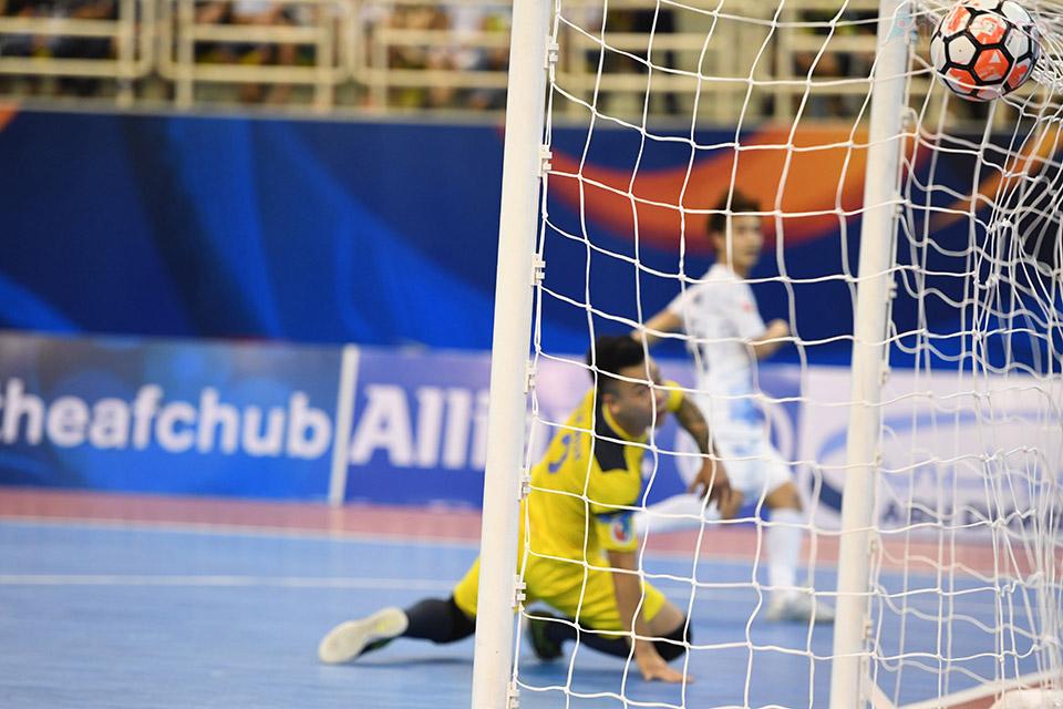 Thái Sơn Nam chịu tiếp bàn thua thứ 2 trong một pha phản công nhanh trước khi kết thúc hiệp 1