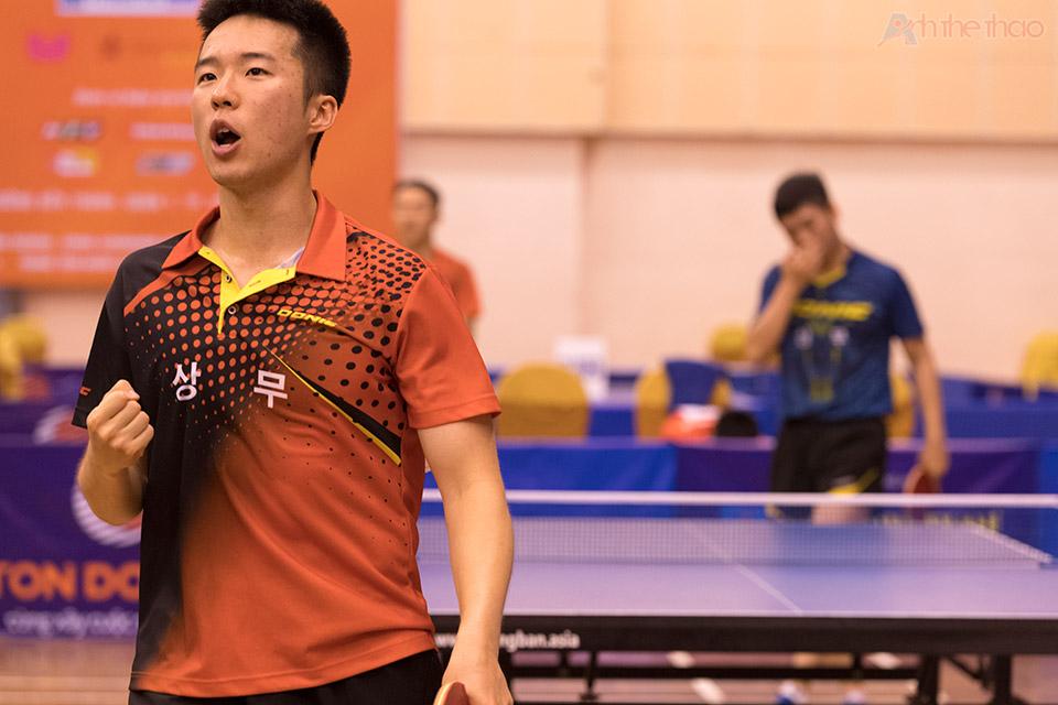 Tay vợt Hàn trong đêm chung kết đồng đội