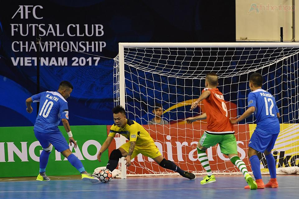 Nhờ sự xuất sắc của Văn Huy và khả năng bọc lót tốt Thái Sơn Nam vẫn giữ được lưới sạch dưới sự tấn công dồn dập của đối thủ bị dẫn nhiều bàn