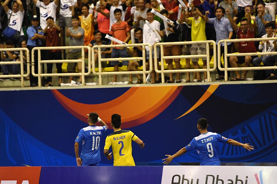Thái Sơn Nam chia sẻ chiến thắng cùng người hâm mộ