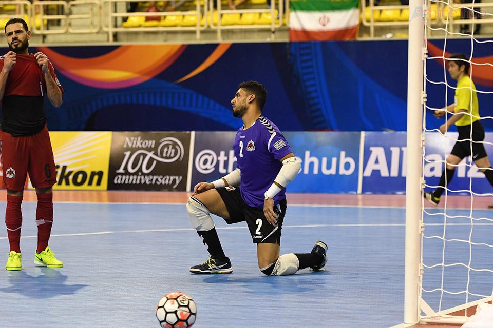Vài giây sau, Iran đã xuất sắc năng tỉ số lên 3-2 với pha lên bóng của cầu thủ số 10 Esmaeilpour