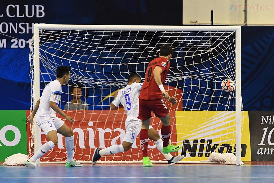 Phút thứ 14:50, trong khi thủ thành Văn Huy ra khỏi khung thành cản phá cú đội đầu của một cầu thủ Qatar nhưng bất thành, Hazem dễ dàng đệm bóng vào lưới trống mở tỉ số 1-0 cho Qatar.