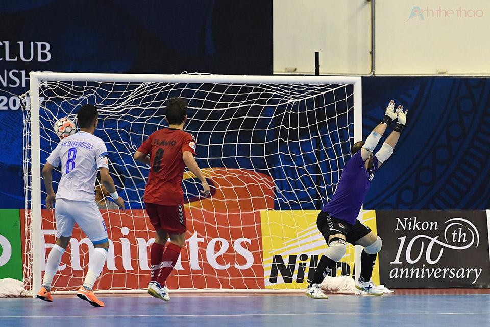 Cầu thủ số 7 sút tung lưới thủ thành Qatar Al Ajmi