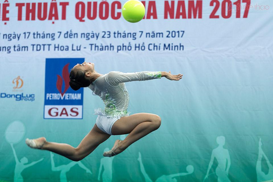 VĐV Nguyễn Trúc Phương với nội dung múa bóng