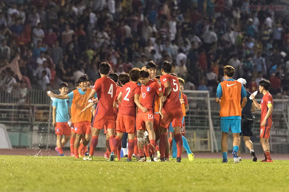 Korea chúc mừng chiến thắng