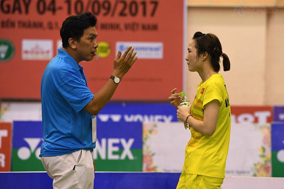 Vũ Thị Trang cùng luấn luyện viên