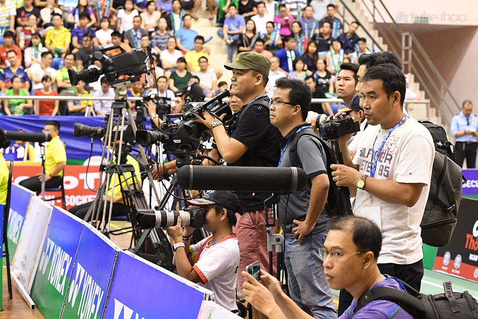 Rất đông phóng viên đã đến ghi hình