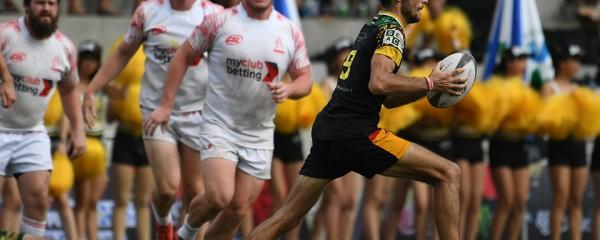 Cầu thủ có bóng nhanh chóng chạy về khung thành đối phương