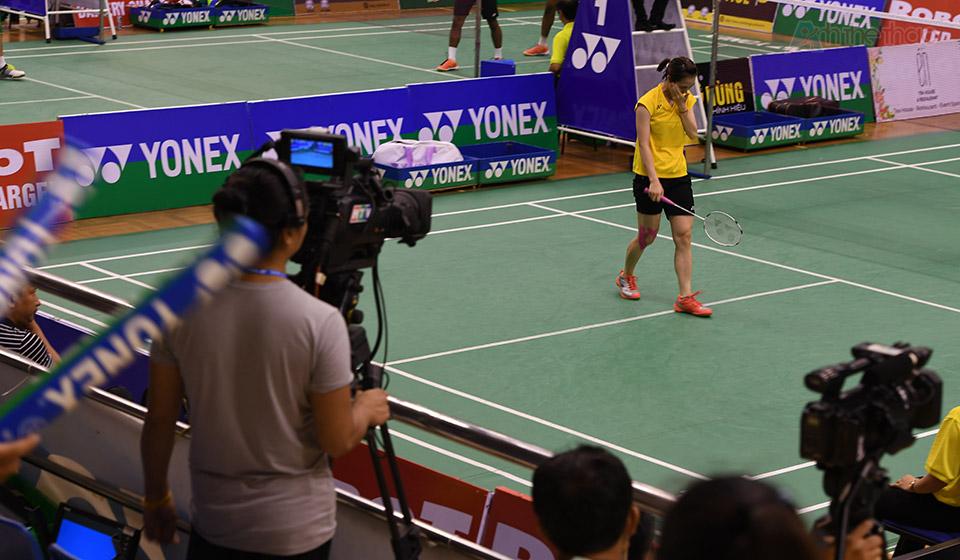 Rất đông phóng viên và người hâm mộ đến ghi hình và cổ vũ cho Trang