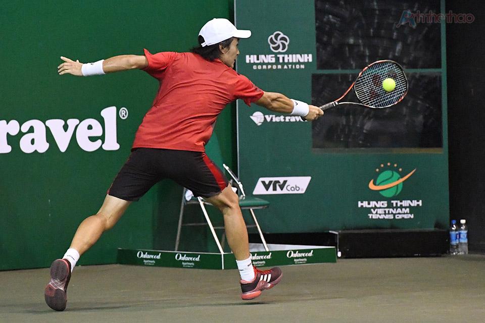 Hai tay vợt bằng đầu giằng co về tỉ số, không ai muốn để mất break lúc này