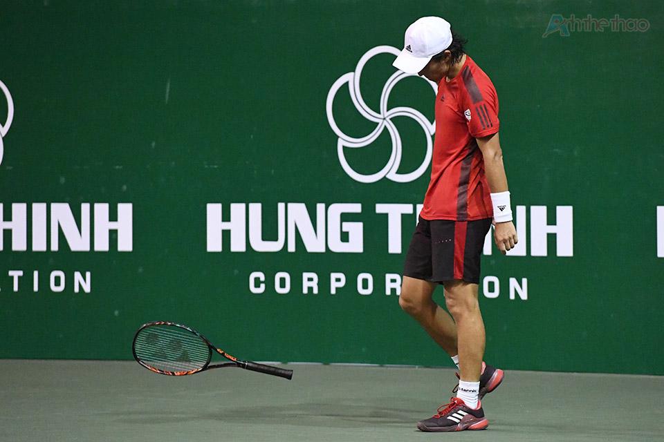 Soeda nhiều lần thể hiện sự thất vọng bởi sai sót của mình, anh đã quăng vợt vì mất điểm khi sắp dành được break của đối phương