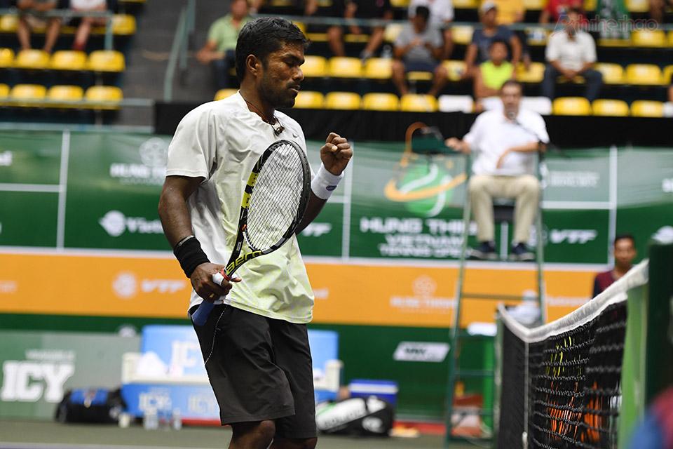 Sang game thứ 10, cặp Myneni/Prashanth giữ break thành công san bằng tỉ số 5-5 trong lượt giao bóng của mình