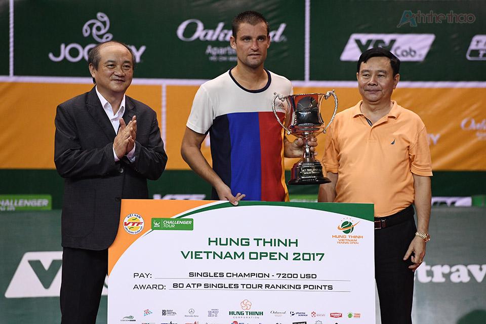 Như vậy, tay vợt người Nga đã bỏ túi 7.200 USD tiền thưởng và 90 điểm thưởng trên BXH của ATP