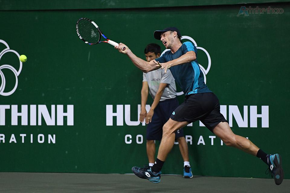 Kịch bản tương tự diễn ra ở set đấu thứ 2, khi tay vợt người Úc lại mất break ở game đầu tiên, và đòi lại ngay ở game sau đó