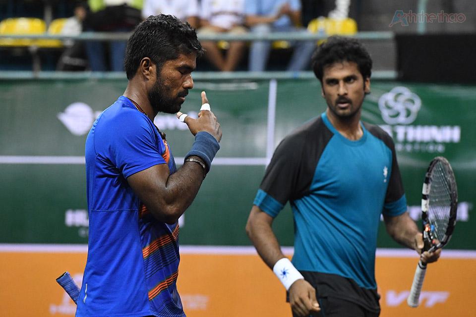 Tay vợt Ấn Độ cầu chuyện sau khi trận đấu kết thúc