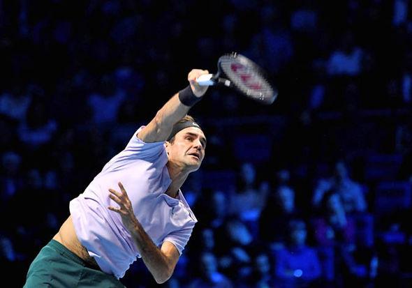 Federer hai lần phạm lỗi giao bóng kép ở set 1