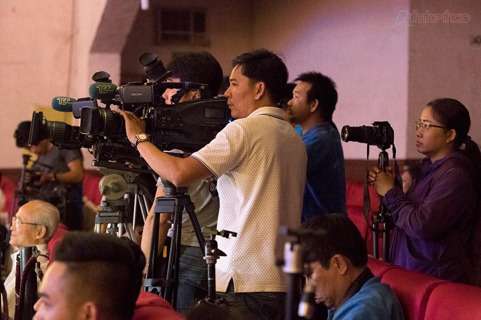 rât đông phóng viên báo đài đã đến đưa tin