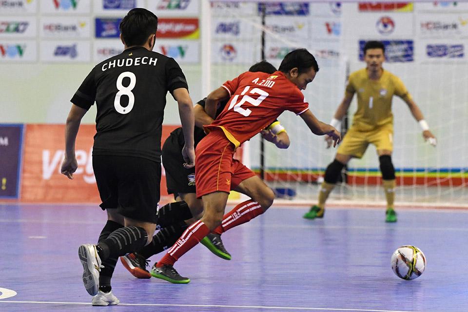 Chính các cầu thủ Myanmar là đội có 2 cơ hội để ghi bàn trước, nhưng đều không tận dụng thành công