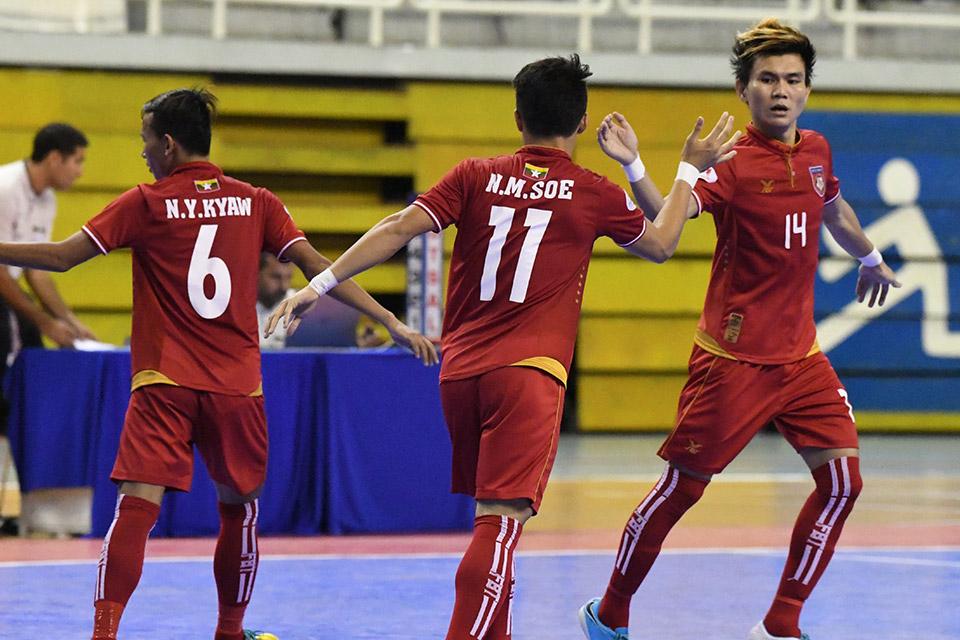 Vài giây sau, Myanmar rút ngắn tỉ số 4-2