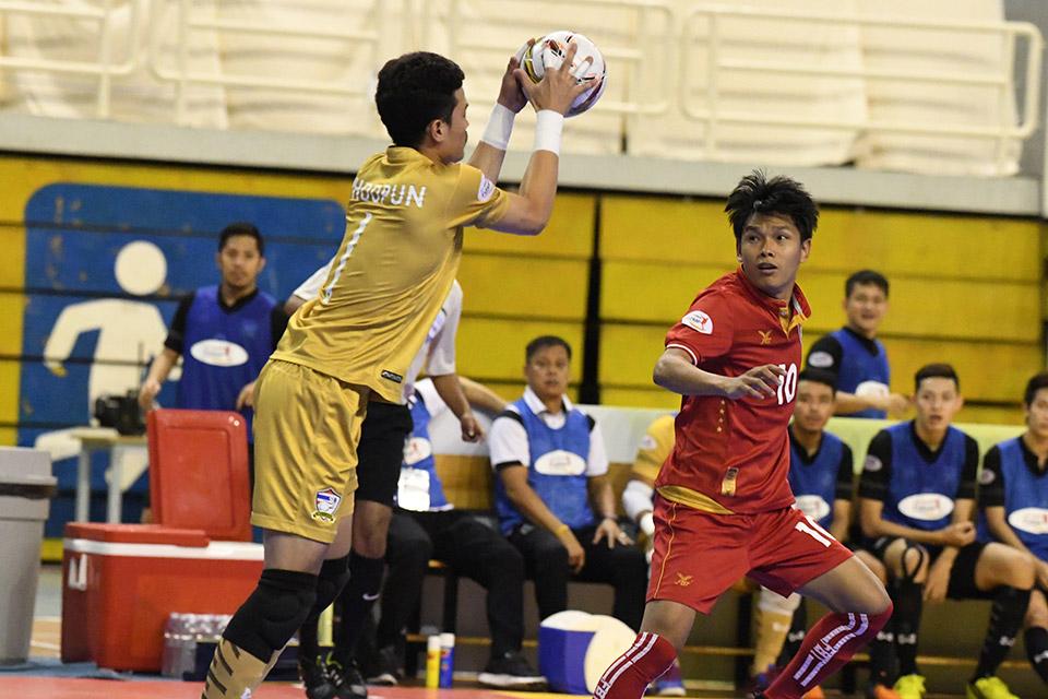 Myanmar thi đấu hưng phấn, liên tục gây sức ép lên khung thành Thái Lan