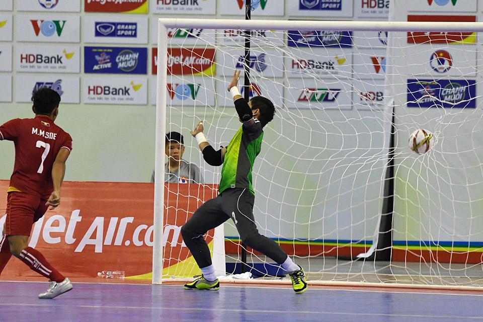 Phút thứ 6 lưới Myanmar lại rung lên nâng cách biệt thành 3-1