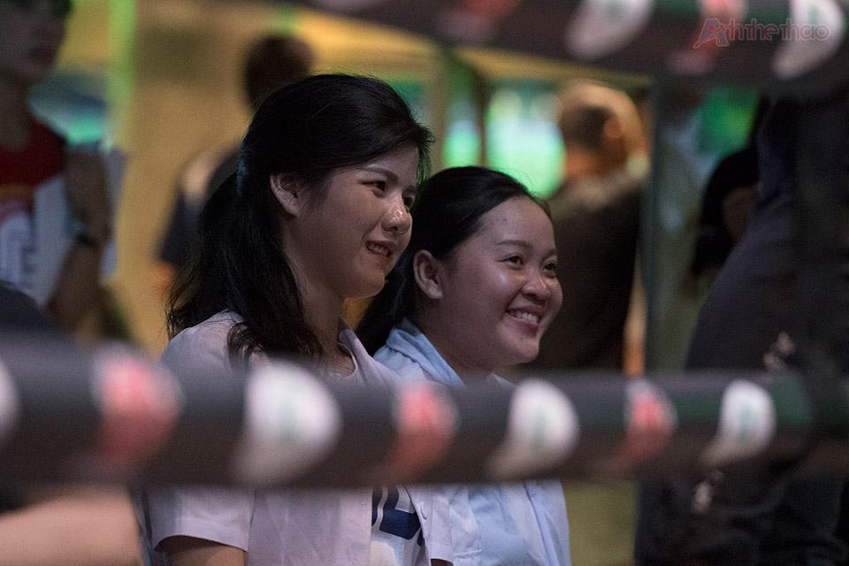 và cả hai y tá xinh đẹp