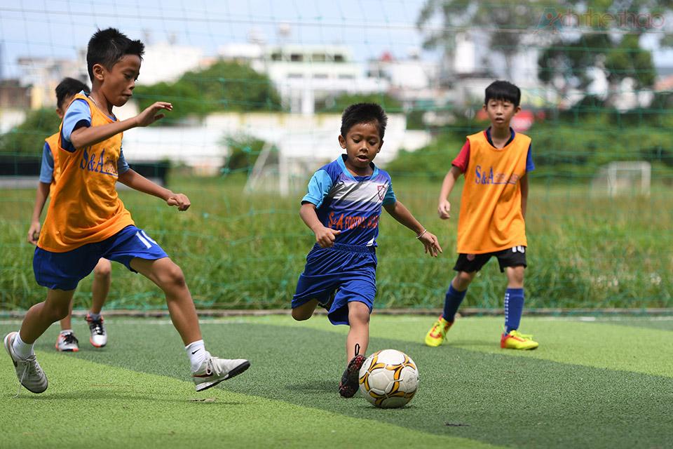 Cầu thủ nhỏ tuổi và lăn xả nhất
