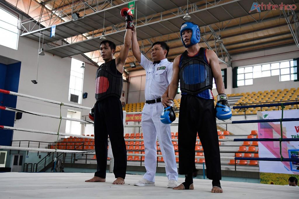 Võ sĩ Nguyễn Văn Nghĩa - giáp đỏ dành chiến thắng