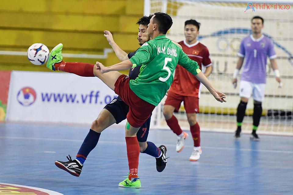 Vietnam chơi 5 người vào những phút cuối cùng.